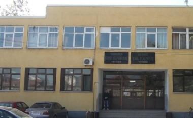 Në Gjimnazin e Tetovës u bojkotuan orët e para mësimore, nuk janë paguar profesorët