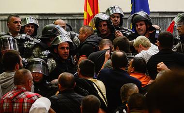 Dënim me kusht për nëntë të pandehurit për dhunë në Kuvendin e Maqedonisë