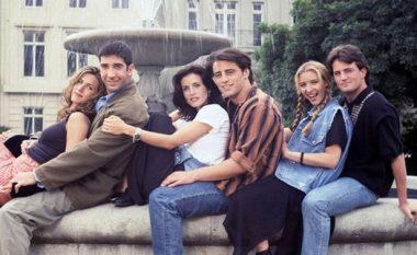 """Edhe pse paralajmërimi për rikthimin e """"Friends"""" duket shumë real, nuk po ndodh xhirimi i vërtetë i filmit (Video)"""