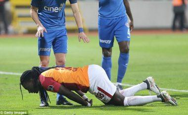Gomis humb ndjenjat gjatë ndeshjes me Galatasarayn, por arrin të luajë për 90 minuta