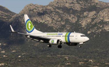 Aeroplani bëri aterrim emergjent, shkaku i pasagjerit që lëshonte vazhdimisht gazra (Video)