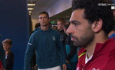 Momenti kur Ronaldo i jep shikim vrasës Salahut para daljes në fushë
