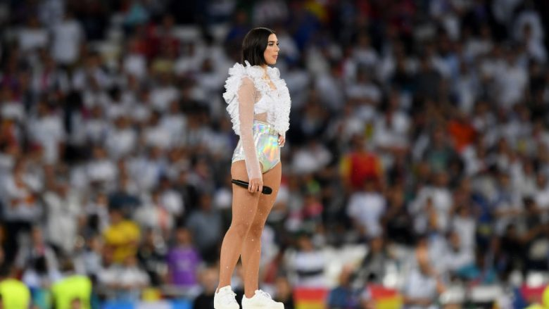 Dua Lipa fantastike në hapjen e finales së Ligës së Kampionëve, fansat e futbollit elektrizohen nga performanca e artistes shqiptare