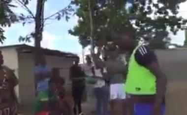 VAR-i në futboll me teknologji, një video humori tregon se si në Afrikë e shohin me magji të zezë! (Video)