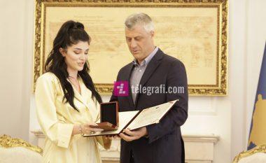 Pasi u dekorua me Medaljen Presidenciale, Era Istrefi: Kjo më motivon edhe më tepër për ta promovuar Kosovën