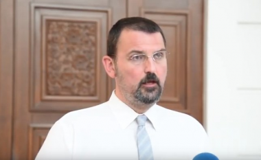 Stoillkovski: Zaev të tregoj se çka ka pranuar që të fshihet nga Kushtetuta