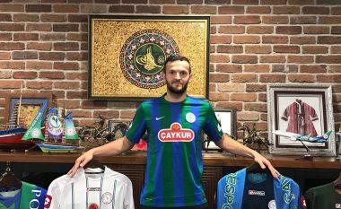 Zyrtare: Ujkani largohet nga futbolli Italian, transferohet te Rizespori në Turqi