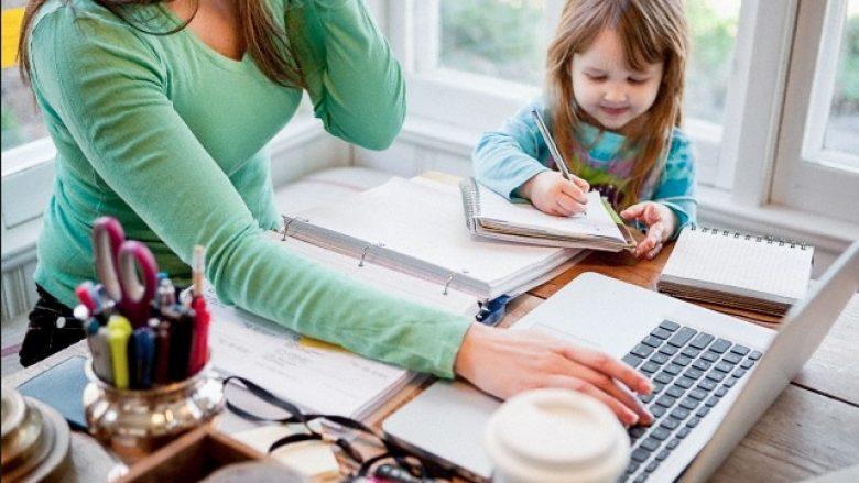 Kontrollimi i e-maileve pas orarit të punës është i dëmshëm për partnerin dhe fëmijët