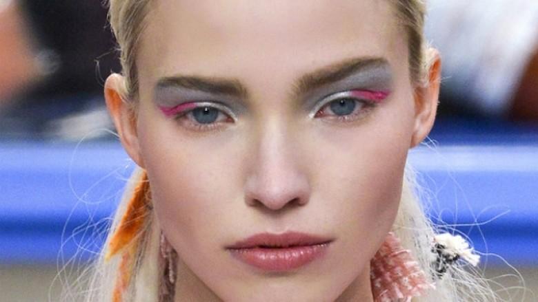 Trendi veror i sezonit: Hije të syve me efekt metalik
