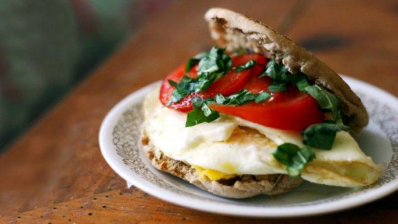 Ngrënia e mëngjesit i bën ushtrimet fizike më efikase