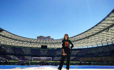 Dua Lipa gati për perfomancën e madhe, publikon imazhe nga përgatitjet në stadiumin e Kievit