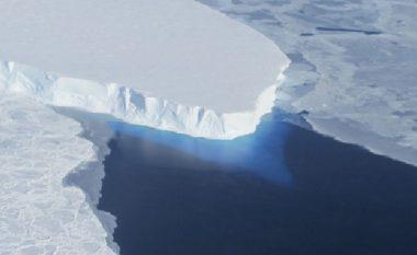'Liqeni i akullit misterioz', shkencëtarët zbulojnë gjurmë jete nën shtresat e akullit në Antarktik (Video)