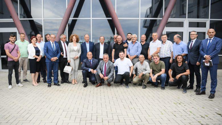 Haradinaj premton mbështetje maksimale për bizneset e Suharekës