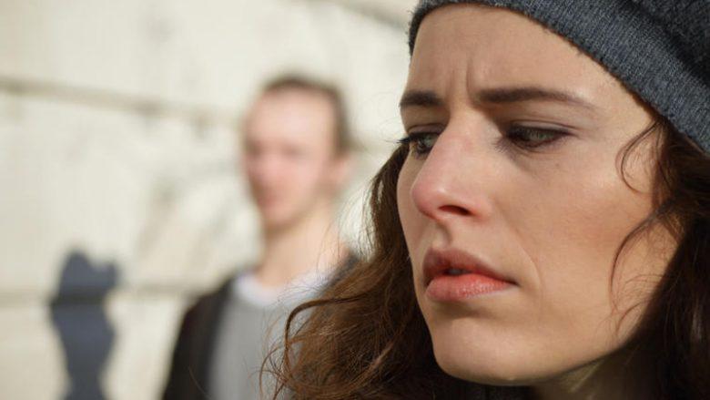 Shenjat që tregojnë se burri është ndarë emocionalisht nga ju - divorci i vërtetë po afrohet!