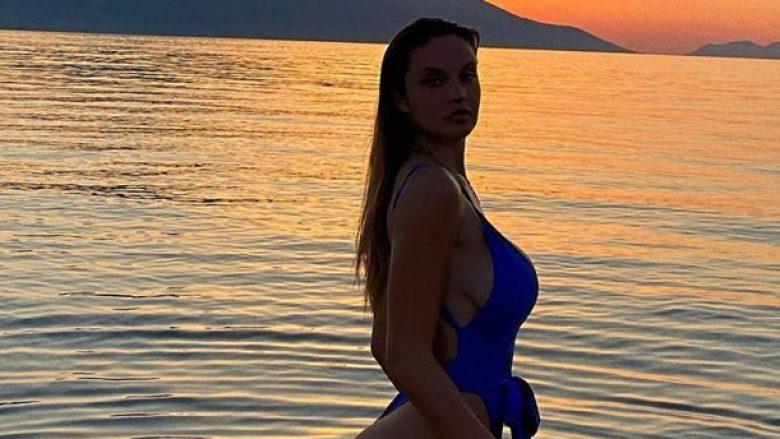 Oriola Marashi zhvishet në plazh, thekson linjat e tonifikuara trupore në bikini