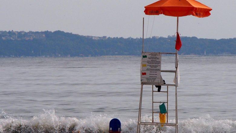 """""""Leje për plazh, por pa roja bregdetare"""""""